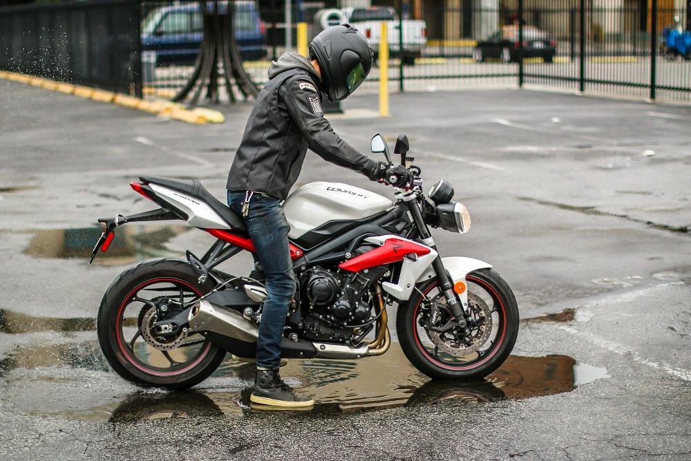 Triumph Triple Speed Vs Ducati Monster