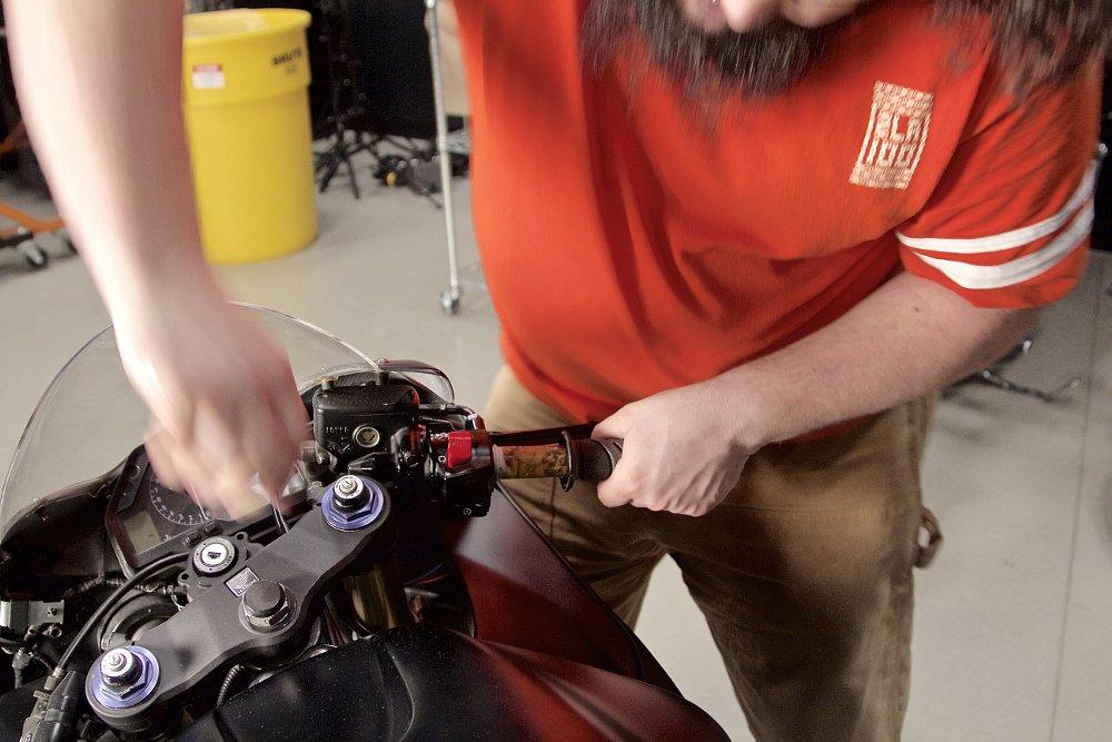 A Pair Motocycle Handlebar Ends Bike Grip Expansion Ends Caps Road Cycling Handle Aluminum Bar Plug Ends For Kawasaki Handlebar Ends Color : Black