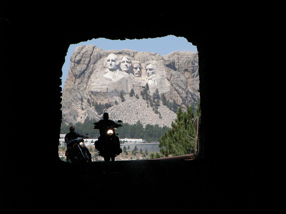 telephoto shot of Rushmore