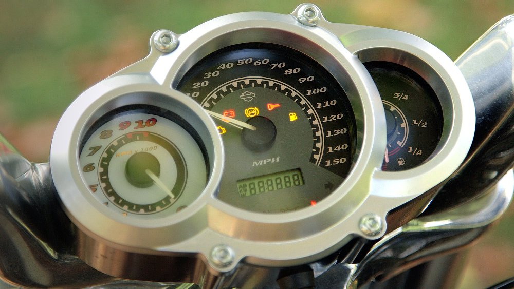 Harley-Davidson V-Rod Muscle gauges