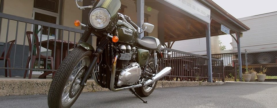 Bike_in_front_of_cafe
