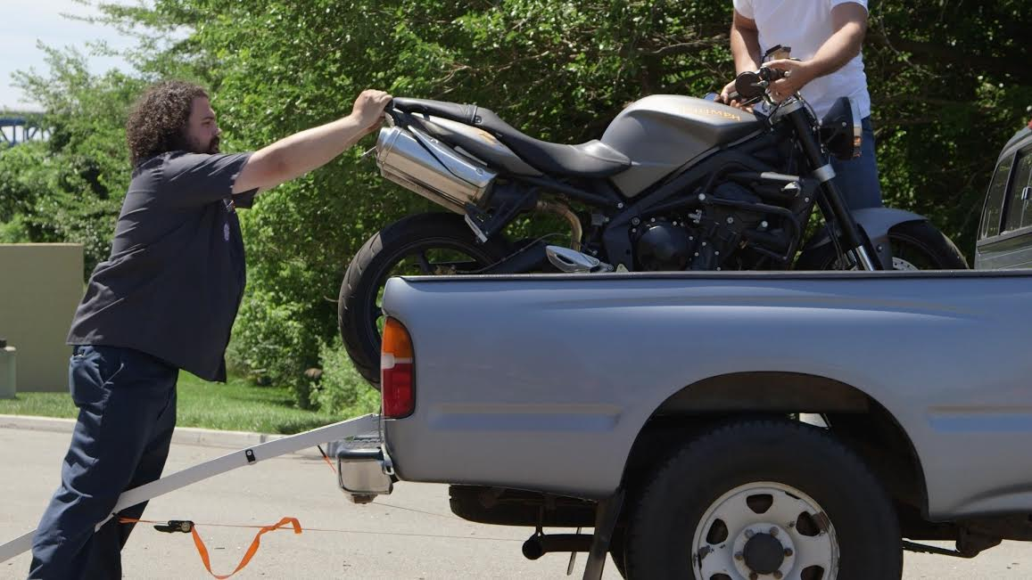 How to load a motorcycle into a truck: Tips and tricks