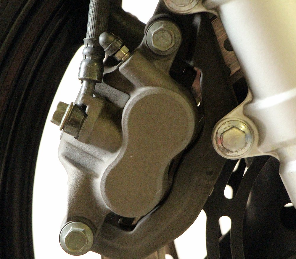 Yamaha FZ6 brake service