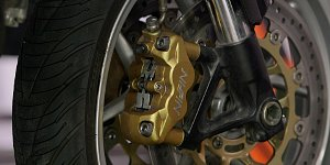 How_to_change_motorcycle_brake_pads_2