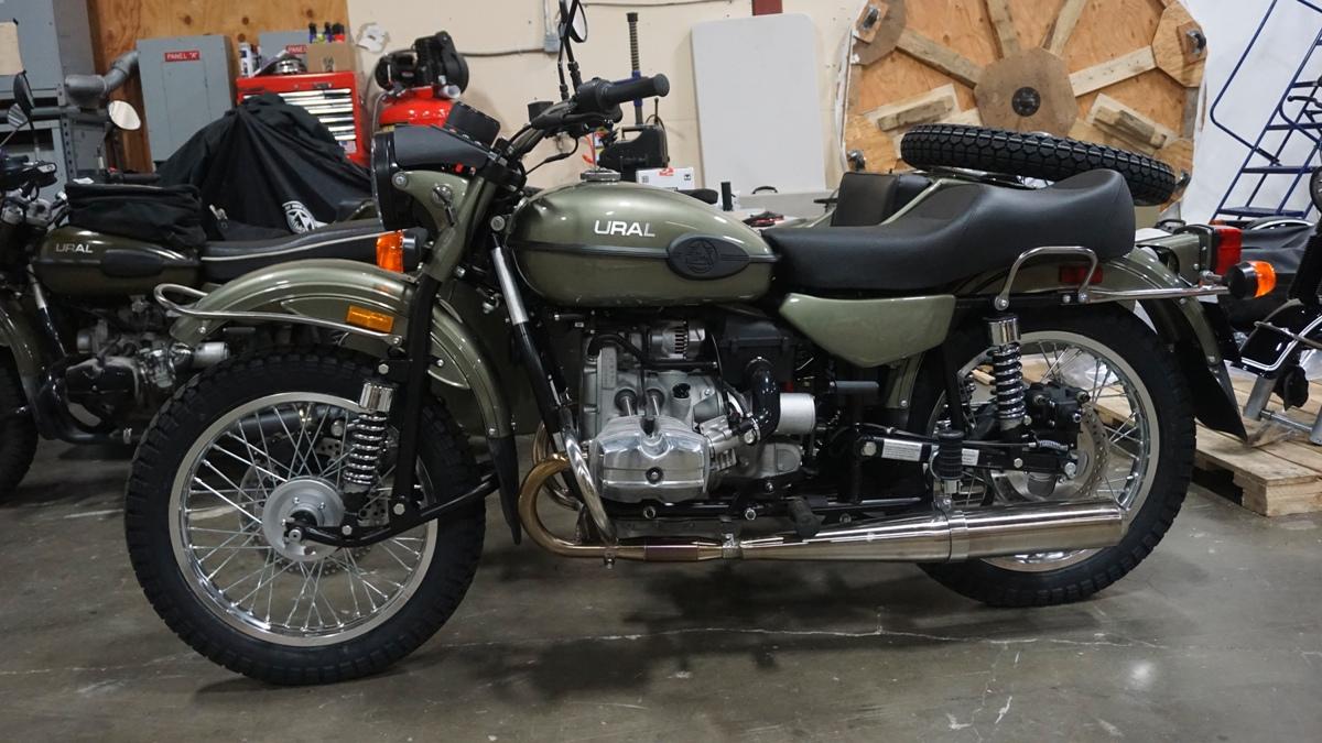 Valves for motorcycle URAL 650cc for 2 head Set = 4 pcs .