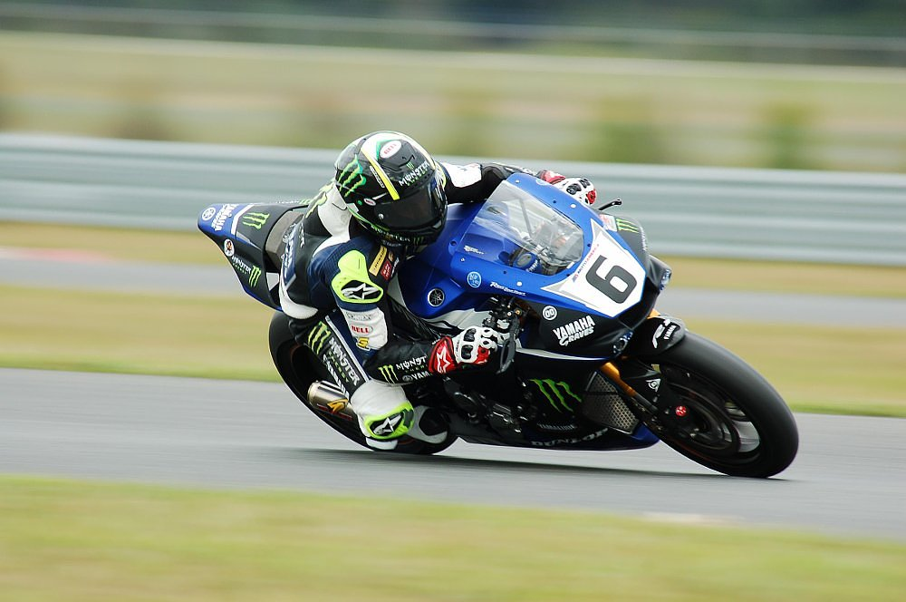 Cameron Beaubier racing a Superbike