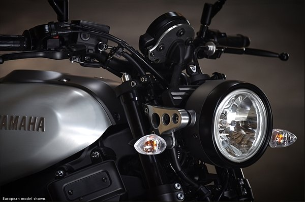 Yamaha XSR900 headlight