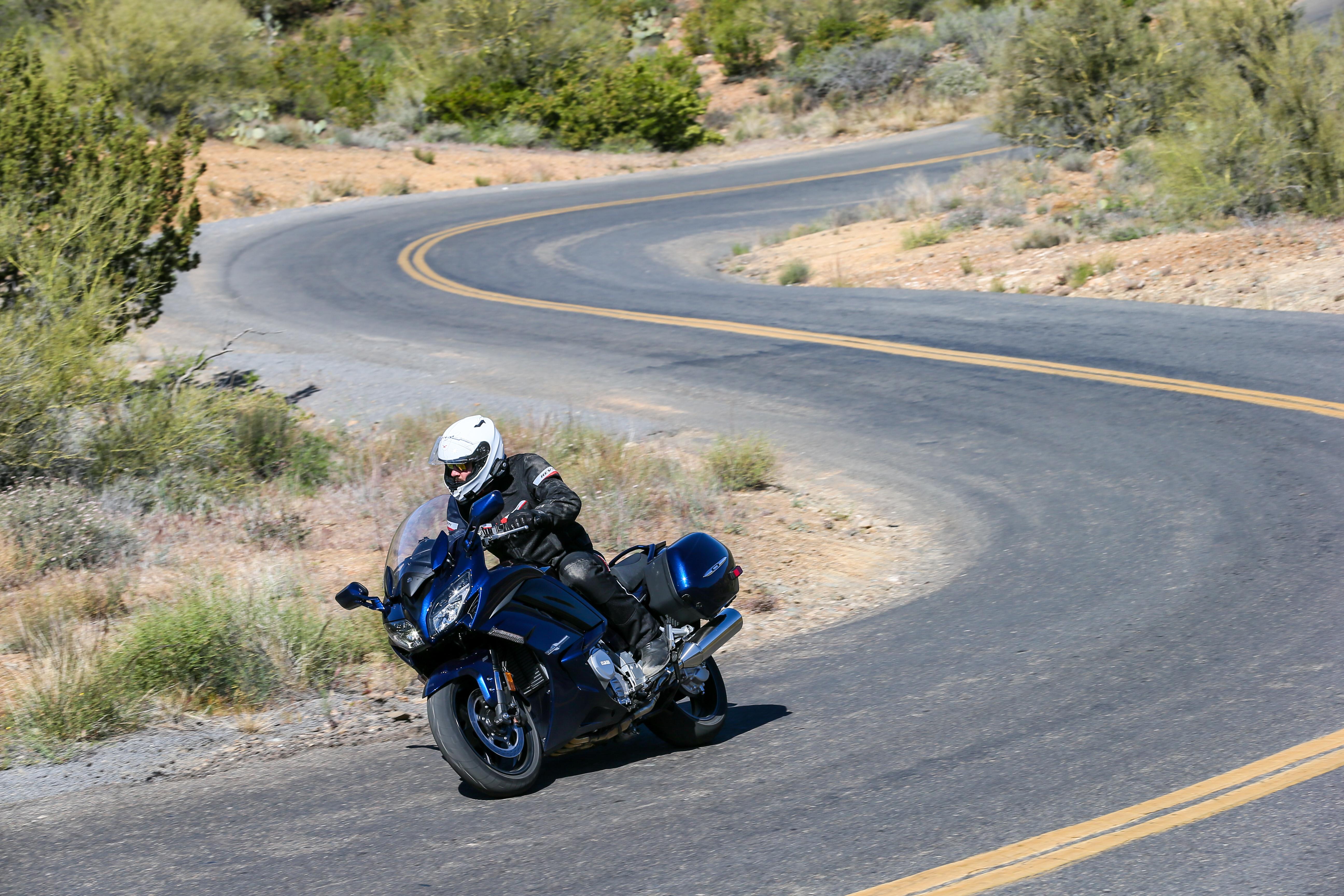 2016 Yamaha FJR1300 first ride review - RevZilla