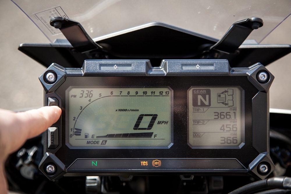 Yamaha FJ-09 Dash