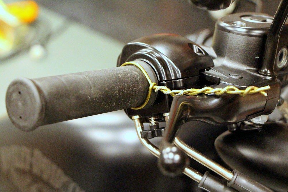 Coat hanger on a throttle