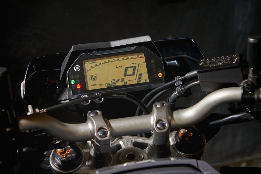 instrumentation on 2017 Yamaha FZ-10