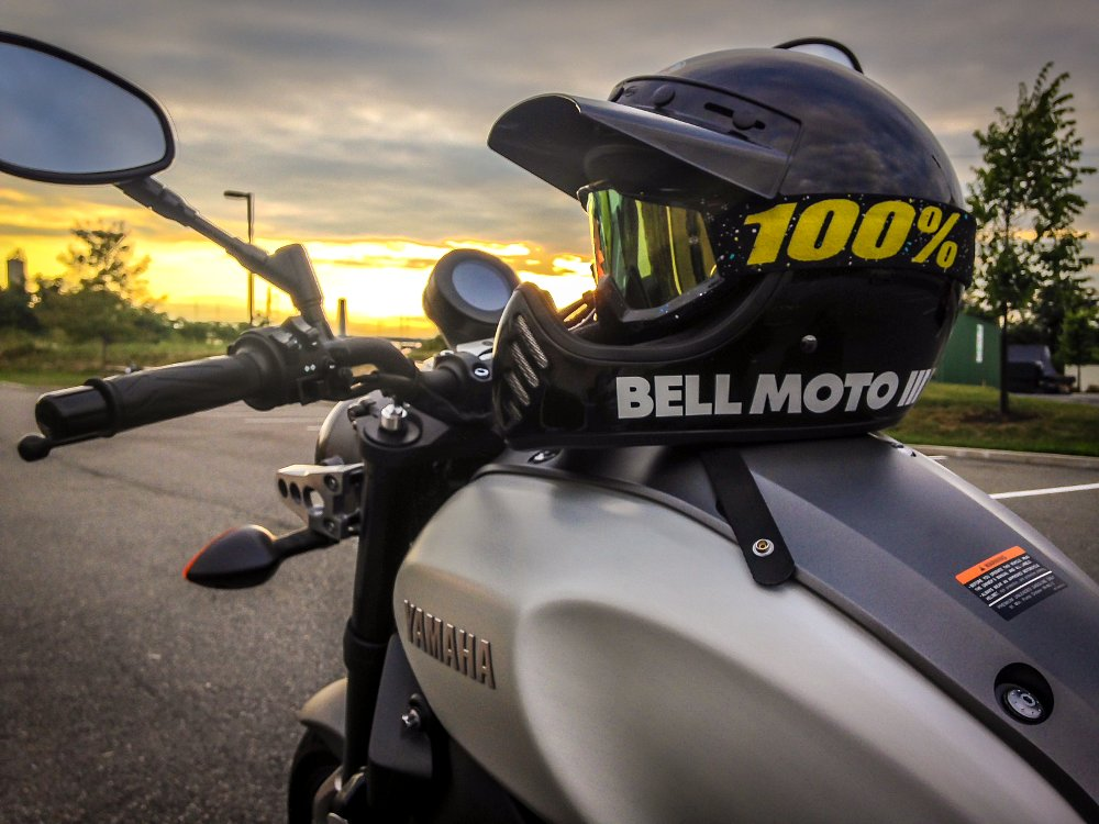 Bell Moto 3 with Yamaha XSR900