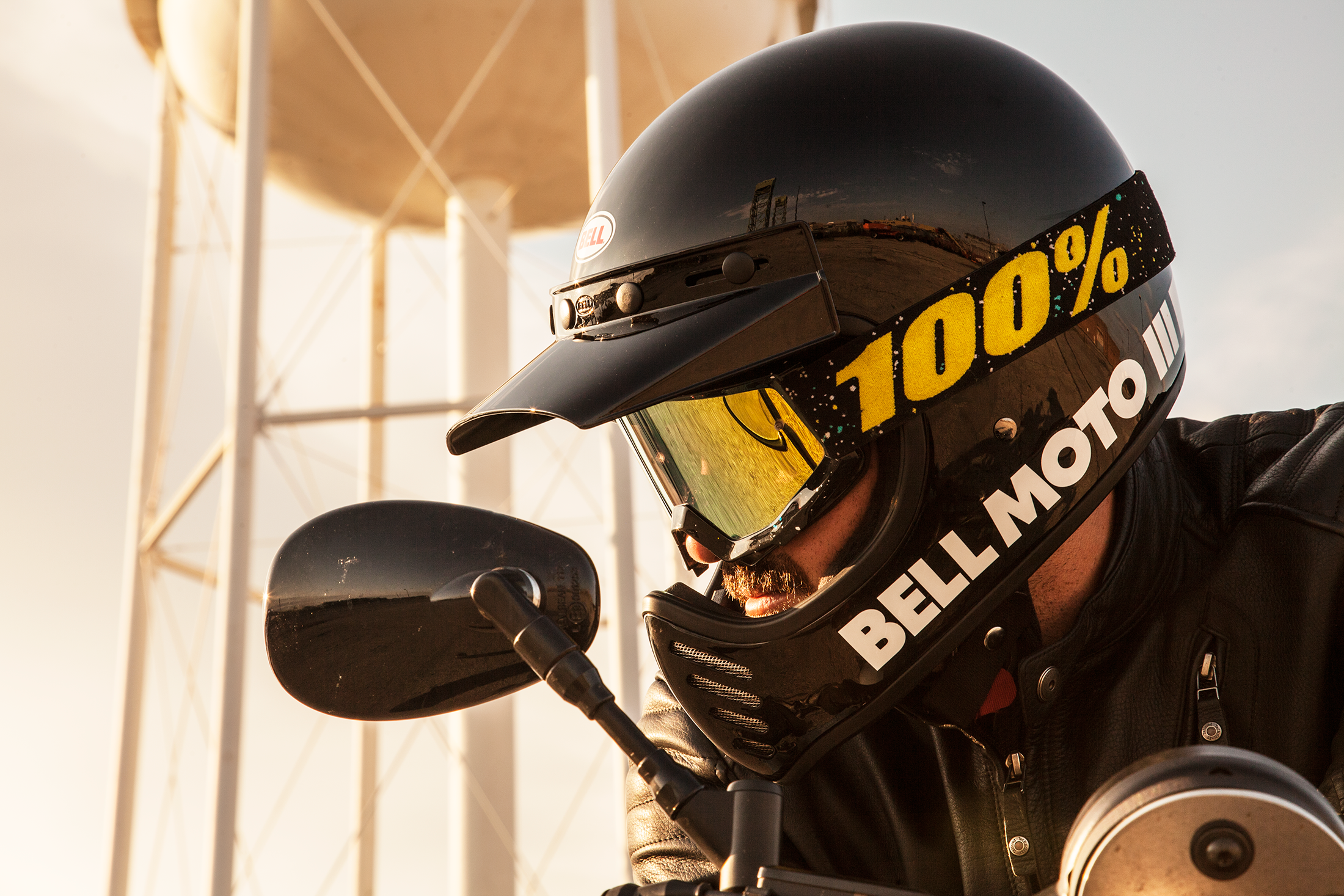 Bell Moto 3 >> Bell Moto 3 First Ride A Dirty Looking Street Helmet Revzilla