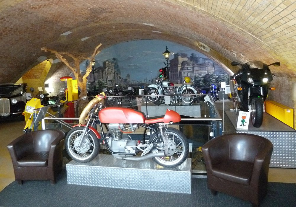 Simson in museum entrance