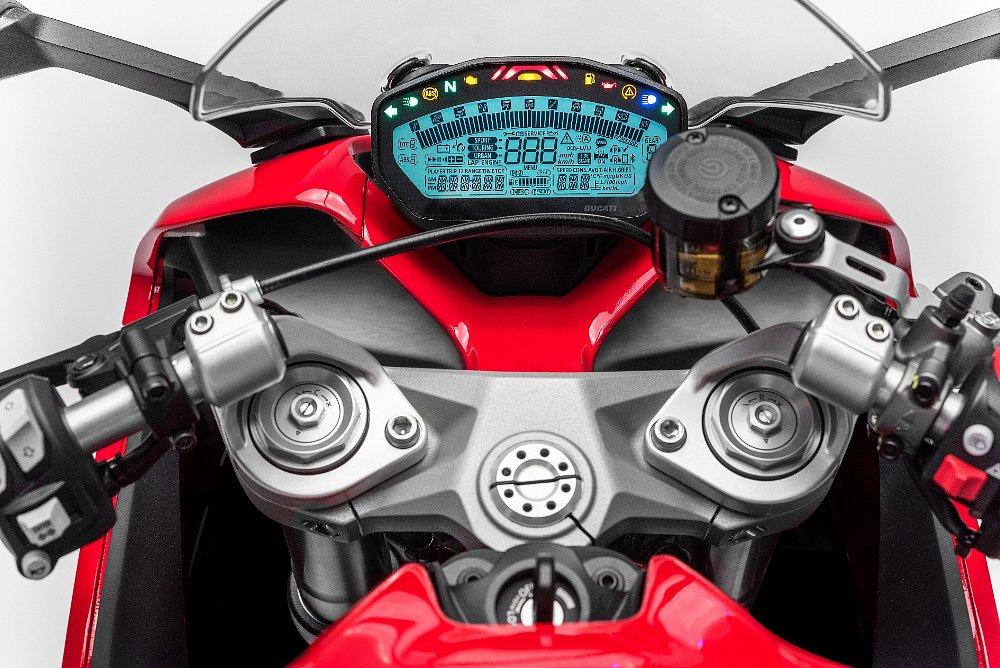 Ducati SuperSport instrumentation