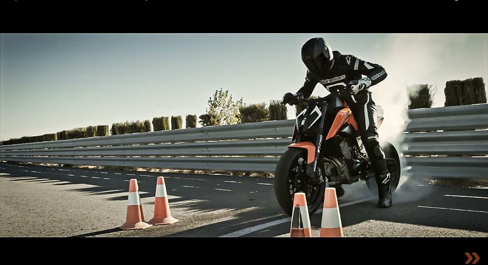 Video: KTM shows the 790 Duke in tire-shredding action
