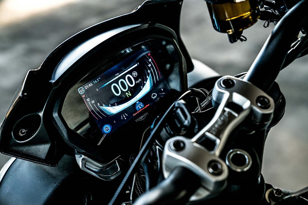 2017 Triumph Street Triple TFT instrument panel