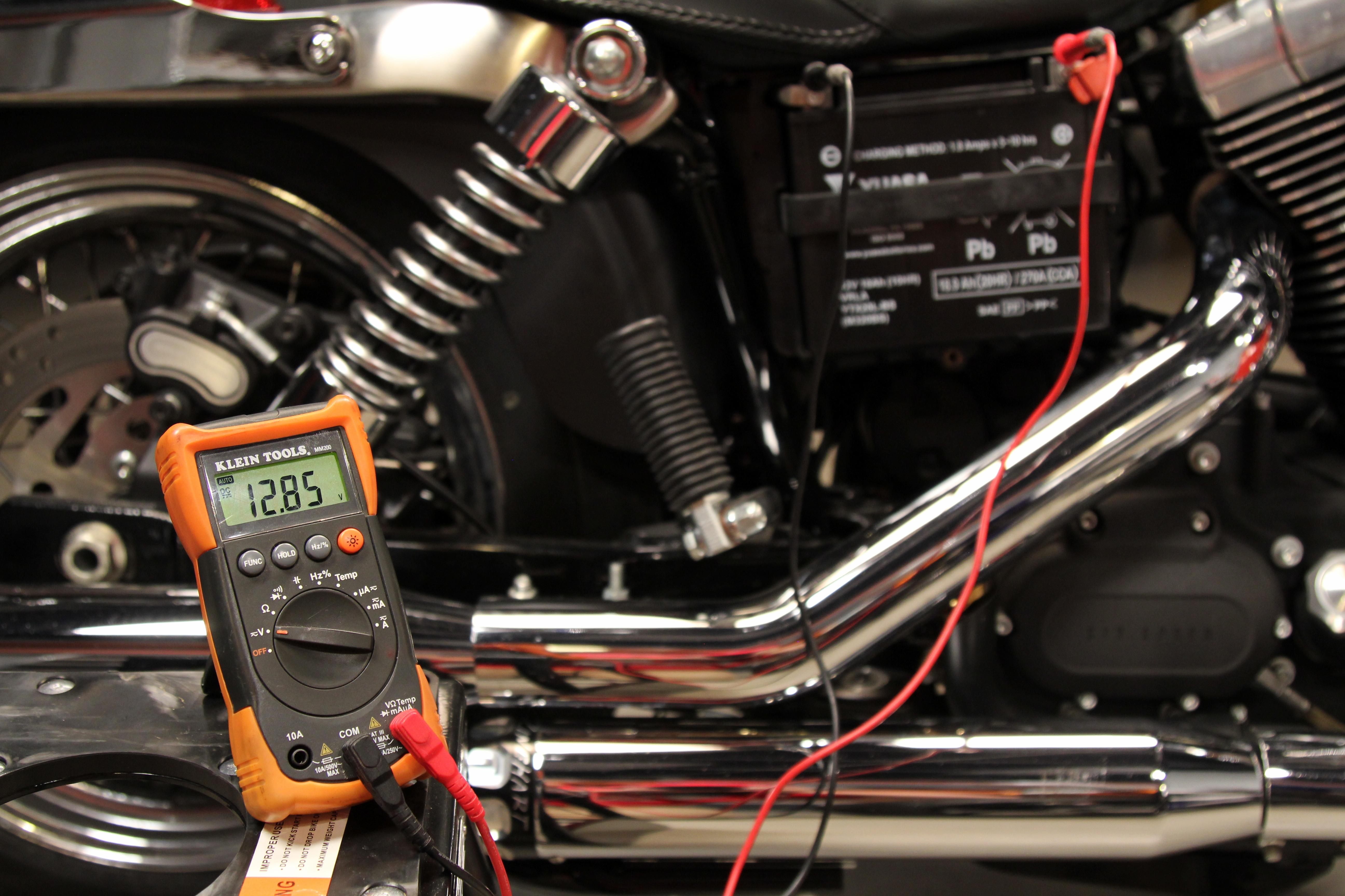 How to test a motorcycle battery - RevZilla