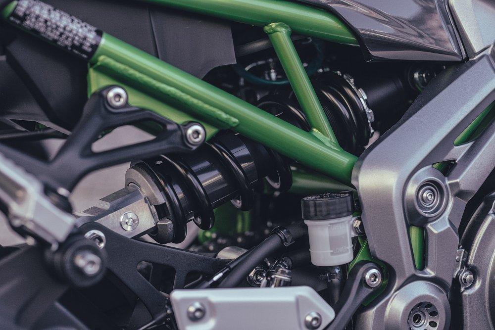 2017 Kawasaki Z900 First Ride Review Suspension