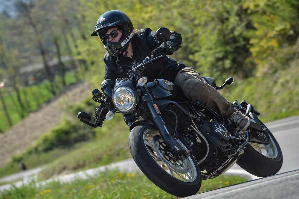riding the Café Racer in Italy