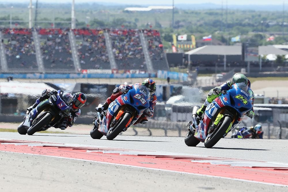 MotoAmerica race at CoTA