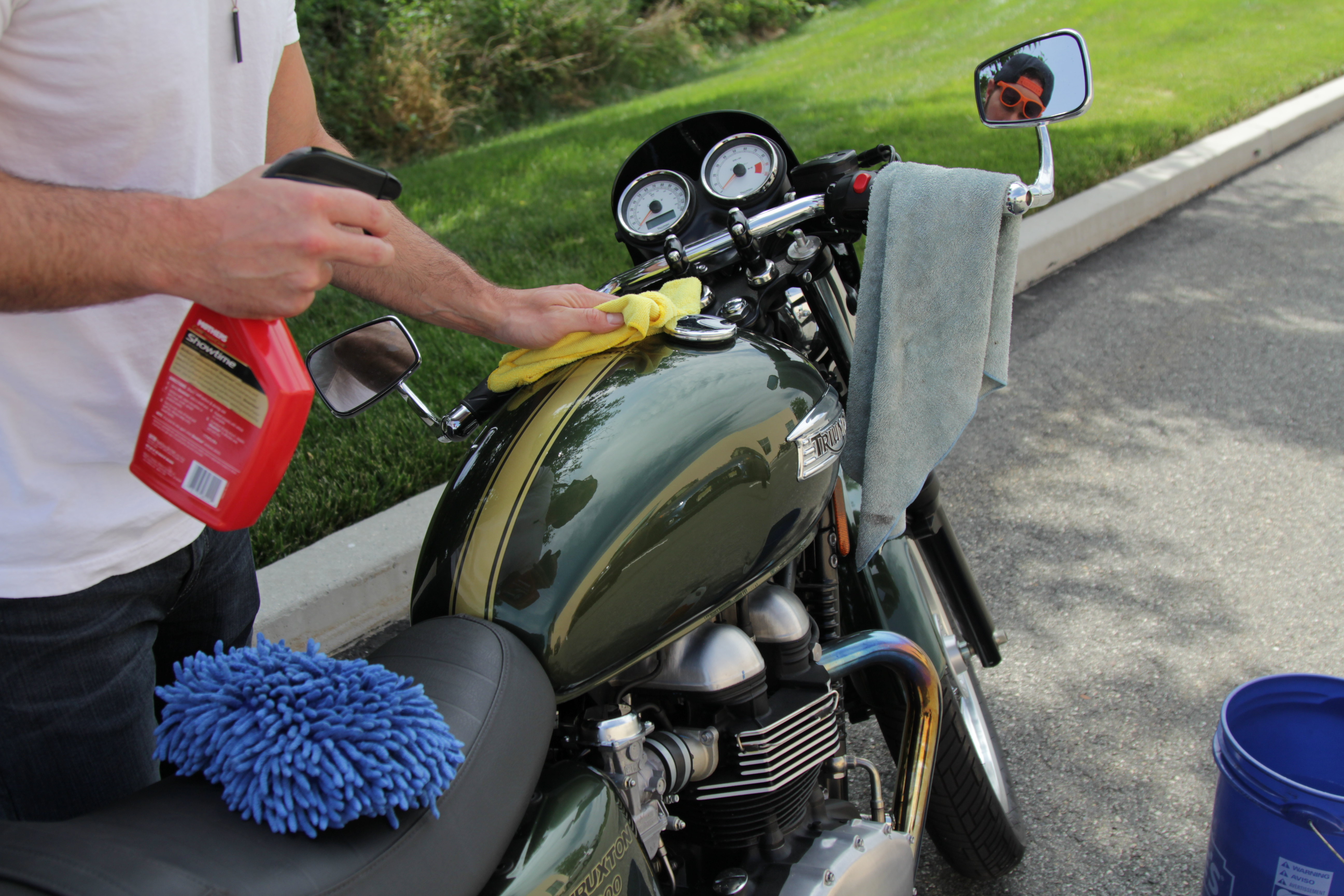 How to wash a motorcycle - RevZilla