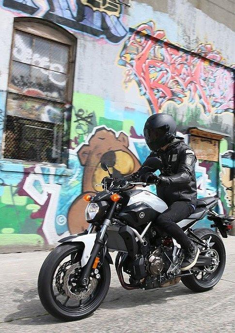 Yamaha FZ-07 in the city