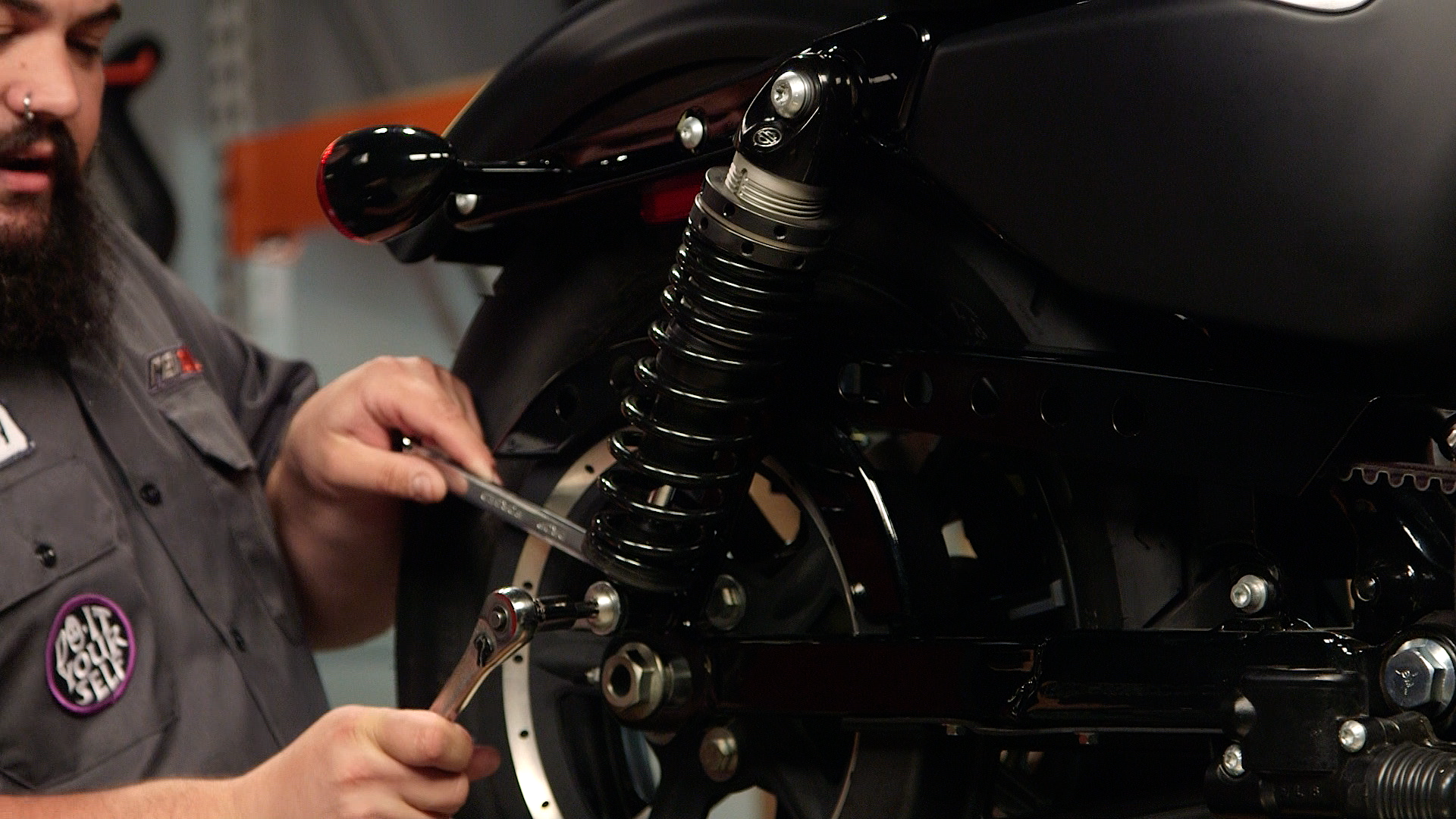 How to change dual rear shocks on a motorcycle - RevZilla