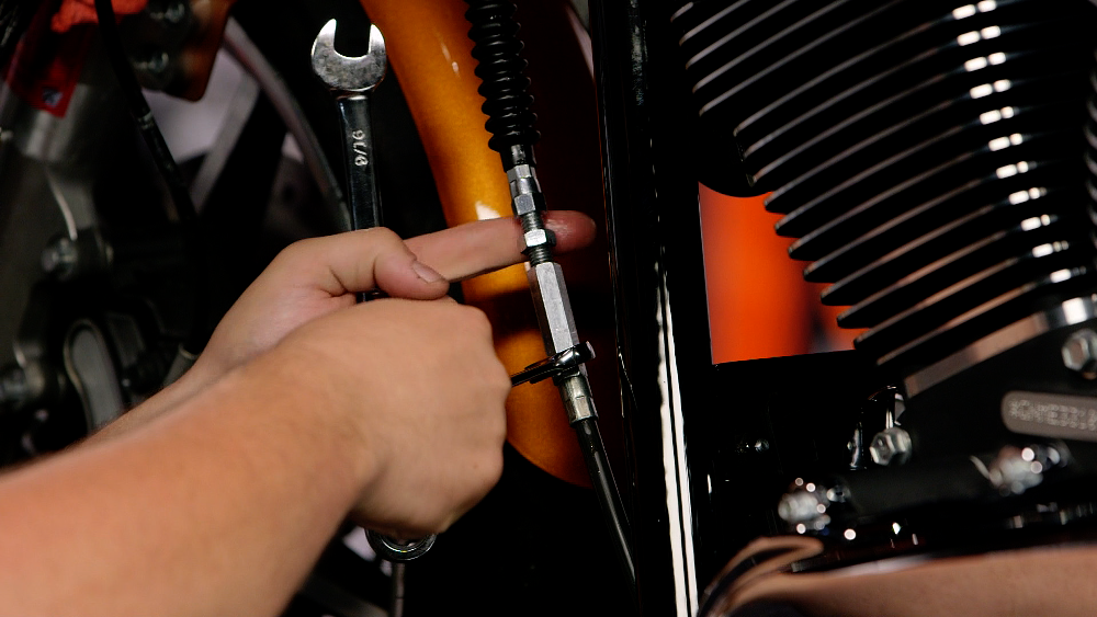 Loosening a motorcycle clutch cable