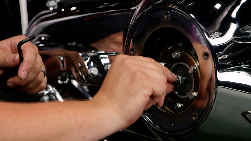 Tightening a motorcycle clutch adjuster