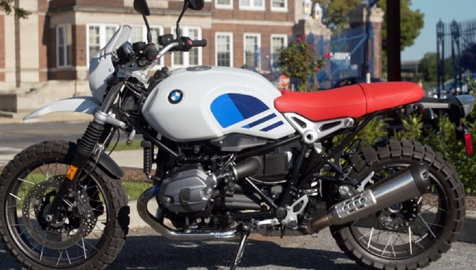 2018 bmw r ninet urban gs first ride review revzilla. Black Bedroom Furniture Sets. Home Design Ideas