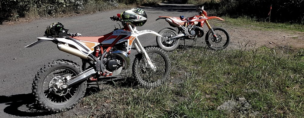 Smoker shootout: Beta 300RR vs. Xtrainer