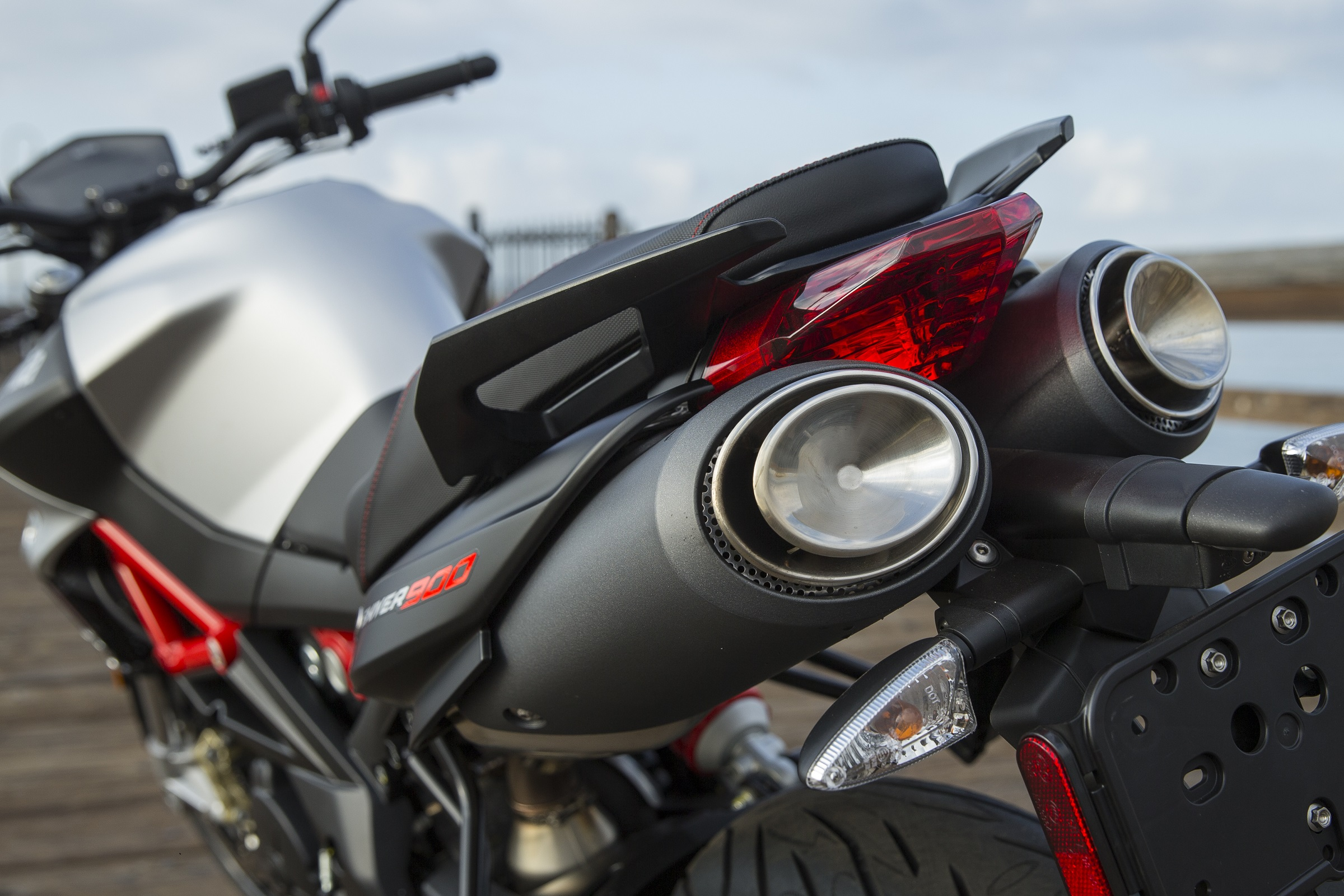 2018 Aprilia Shiver 900 first ride review - RevZilla