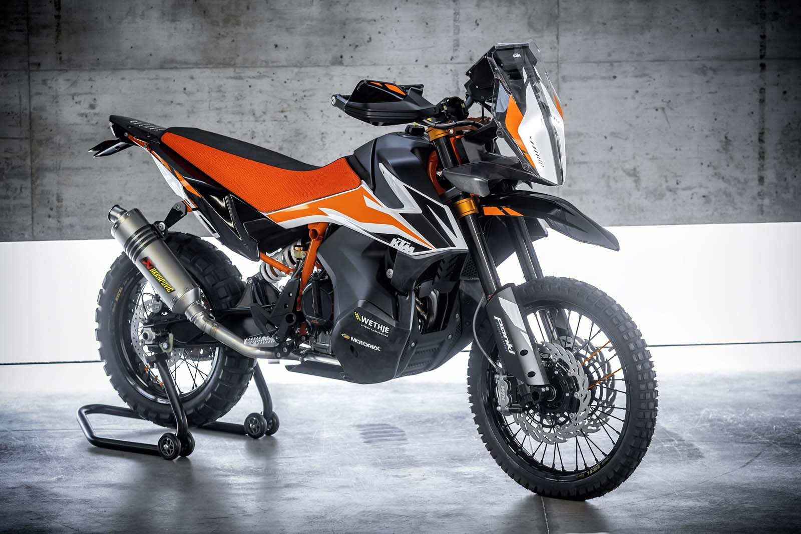 The long race to the middle: KTM's 790 Adventure R vs  Yamaha's
