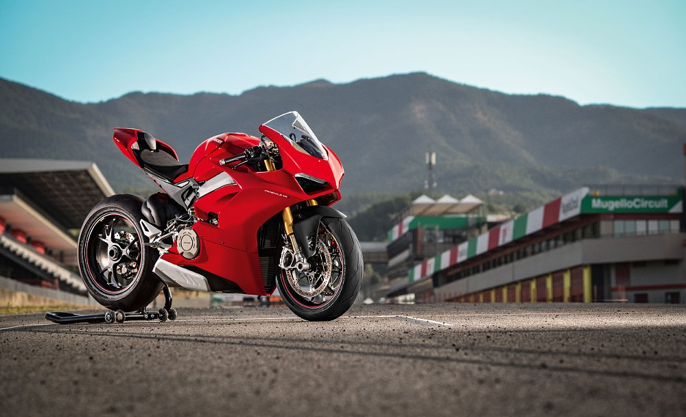 2018 Ducati Panigale V4 first look