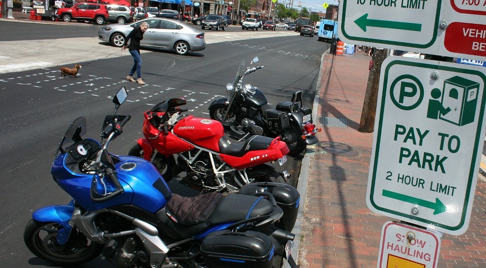 Australian study looks at why car drivers pull in front of you on your motorcycle