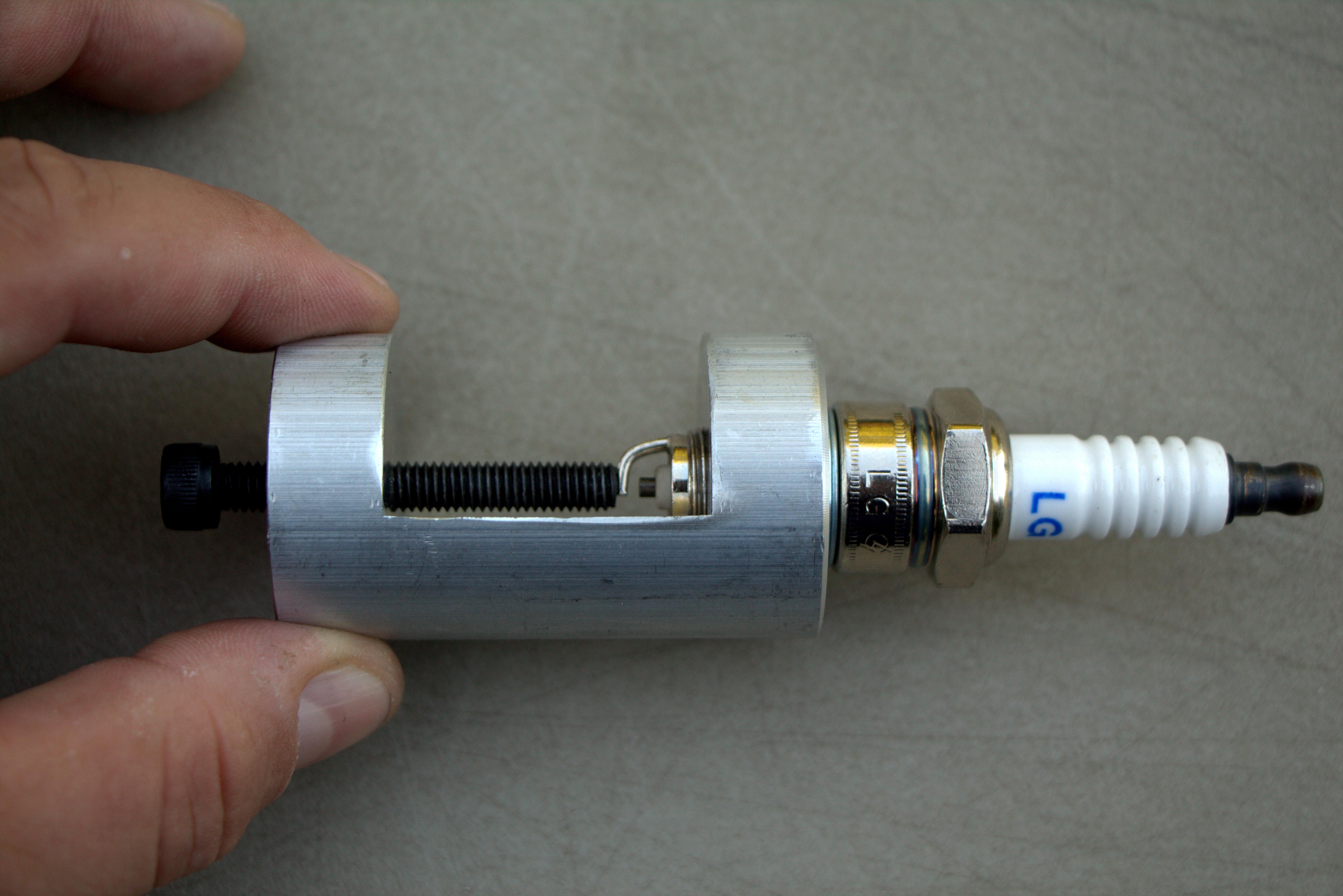 How to gap a spark plug - RevZilla