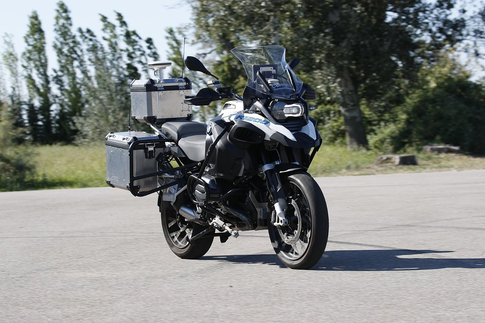 Video: BMW's ConnectedRide doesn't need a rider