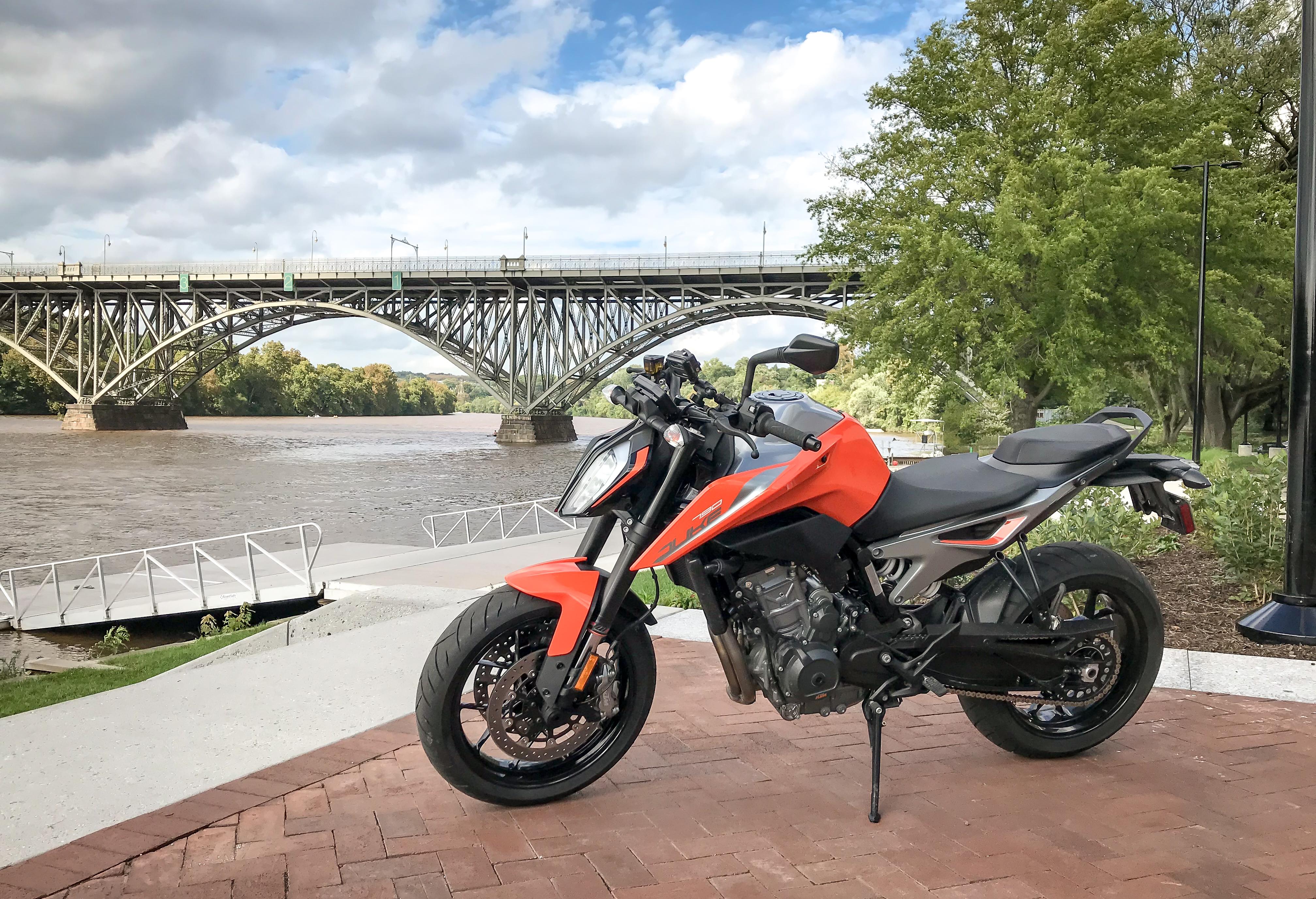 2019 KTM 790 Duke first ride review - RevZilla