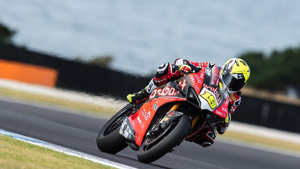 World Superbike preview: A fast newcomer on a new V4 Ducati challenges Rea