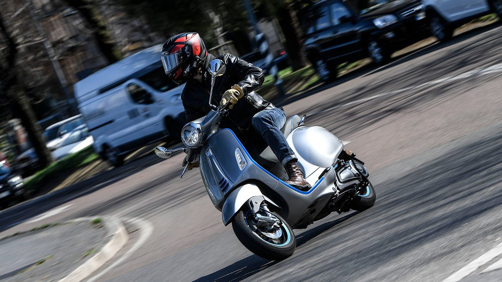 Vespa Elettrica first ride review