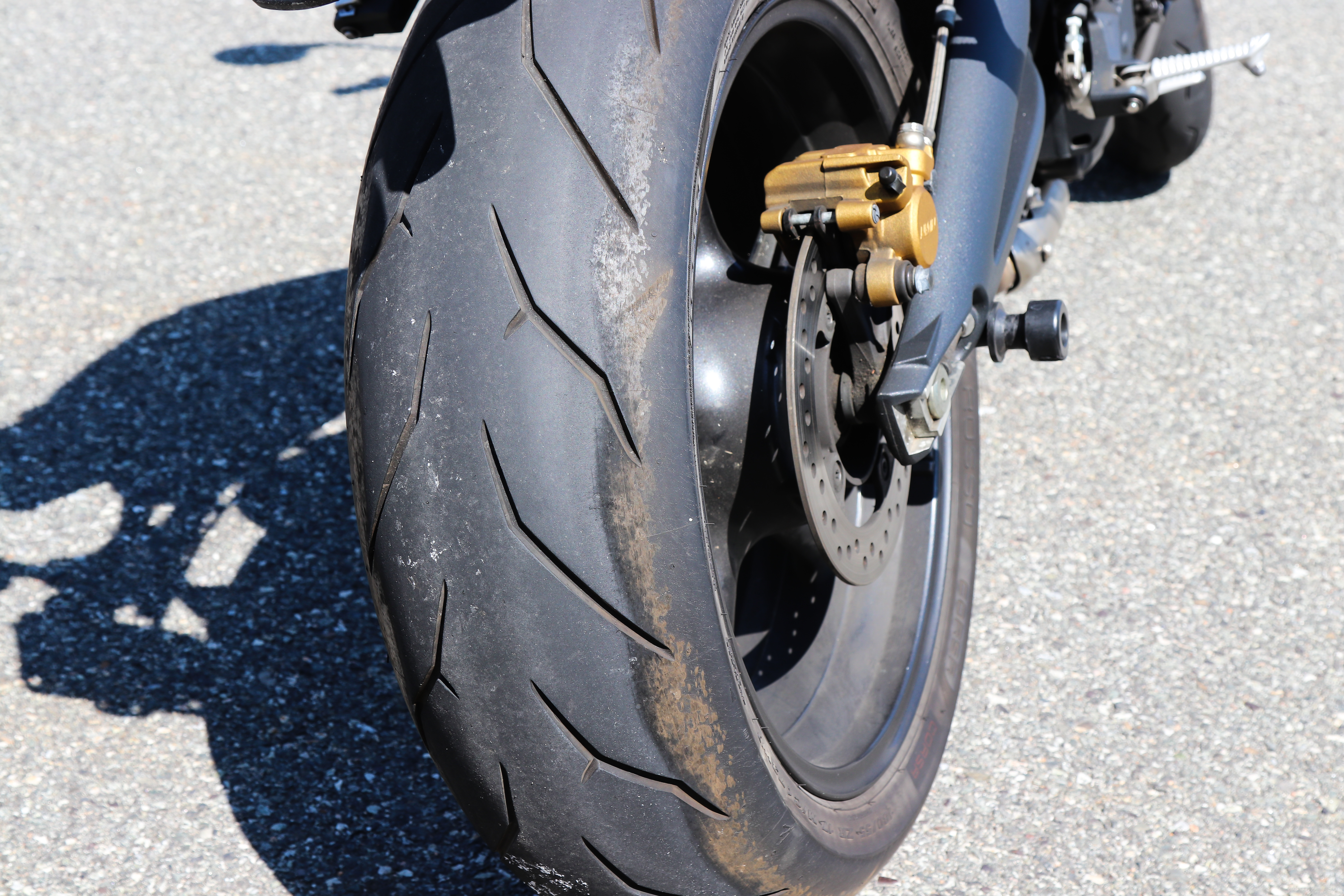 What are chicken strips on motorcycle tires? - RevZilla