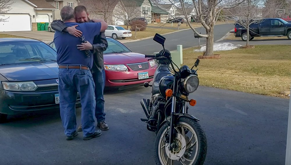 Video: Man steals his father's motorcycle... to restore it