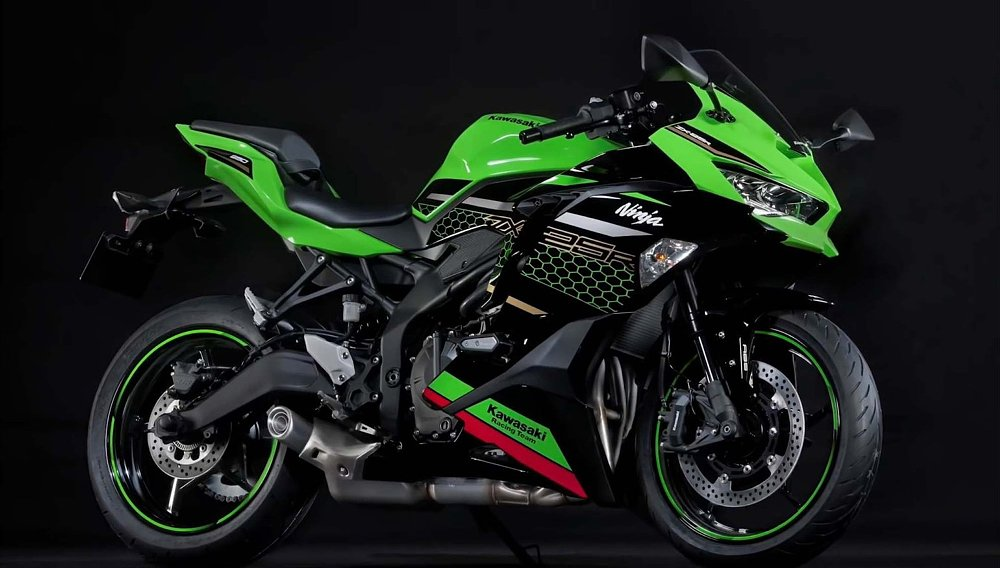 The Kawasaki ZX-25R is real: 250 cc, four-cylinder glory
