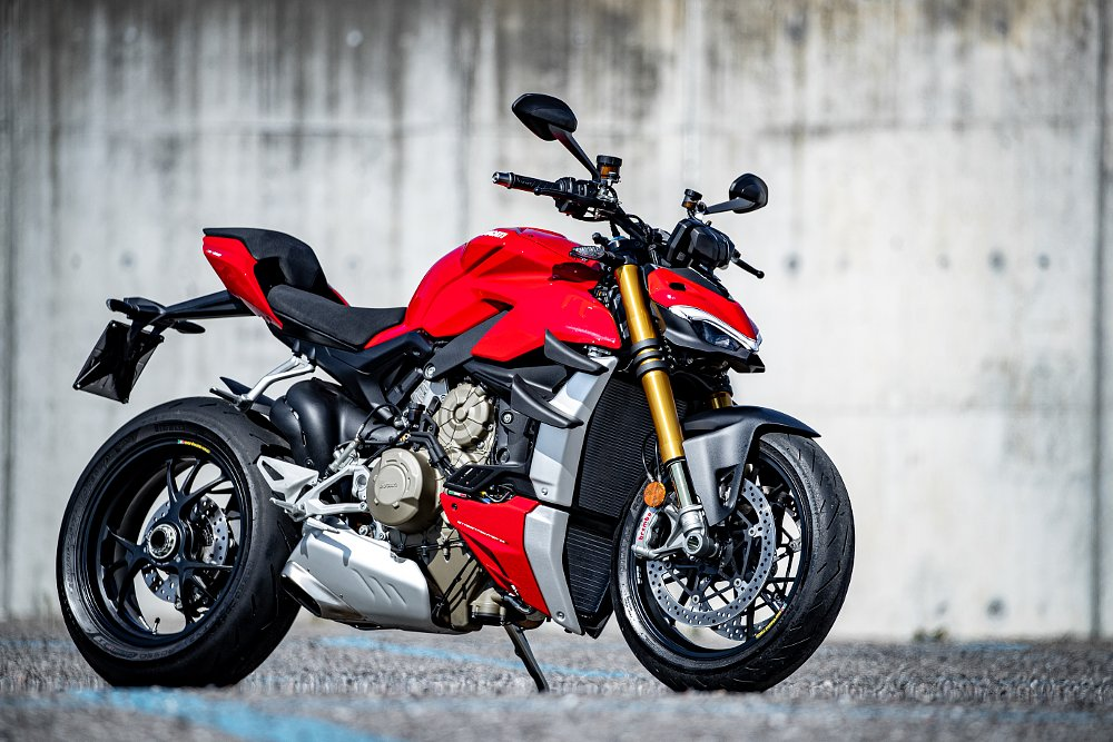 Press launch cancelled due to COVID-19: Ducati launches the Streetfighter V4 virtually, instead