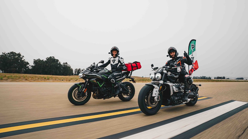 Kawasaki Z H2 versus Triumph Rocket 3: World's fastest pizza delivery?