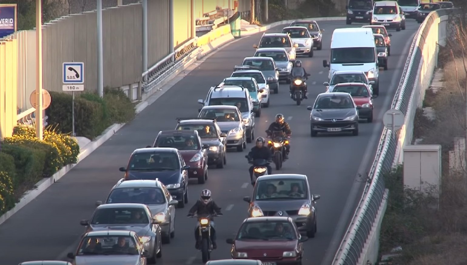 Lane-splitting study in France yields unexpected results, but it's not that simple