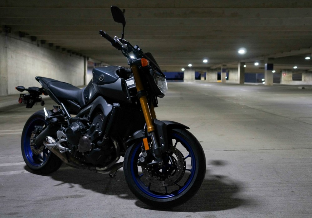 living with the yamaha fz 09 a great bike with a few nasty tendencies revzilla. Black Bedroom Furniture Sets. Home Design Ideas