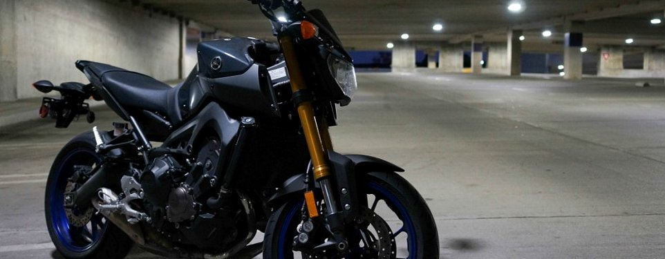 Awe Inspiring Living With The Yamaha Fz 09 A Great Bike With A Few Nasty Machost Co Dining Chair Design Ideas Machostcouk