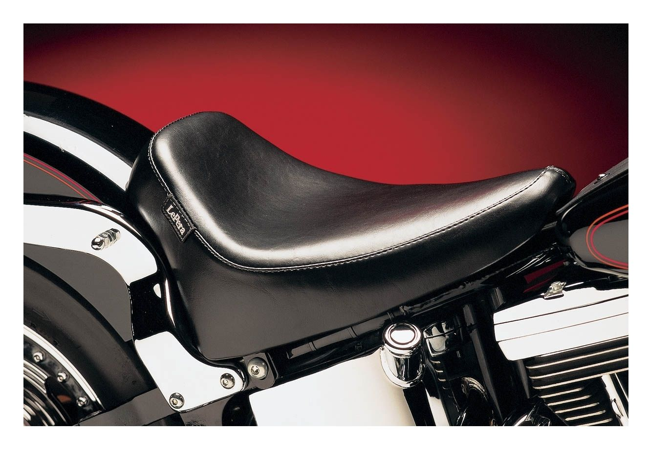 Le pera silhouette deluxe solo seat for harley softail for Garage seat le bouscat